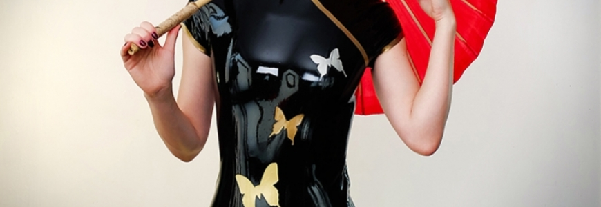 photoshoot - Sucre d'Orge in three latex dresses
